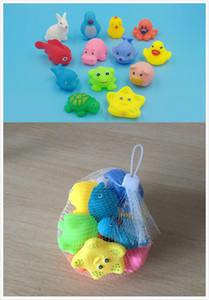 13 Pz Animali Misti Nuoto Acqua Giocattoli Colorati Morbidi Galleggianti Anatra di Gomma Spremere Suono Squeaky Balneazione Giocattolo Per Baby Bath Toys