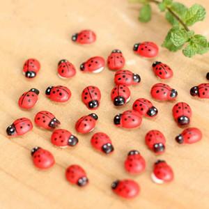 100 unids / lote mini lindo escarabajo coccinela jardín decoraciones septempunctata bricolaje adornos micro paisaje musgo botella de escritorio decoración bonsai muñeca casa miniatura