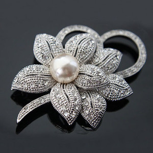 Silver Plated Pearls Clear Rhinestone Diamond Crystal Bunch c Boutique Brooch