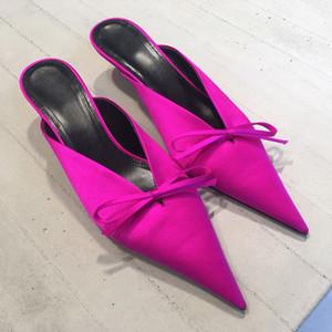 2017 Design de Moda de cetim de seda mulheres chinelos subiu apontador dedo do pé preto gatinho calcanhar bowtie buttlerfly nó mulas sandálias mulheres sapatos