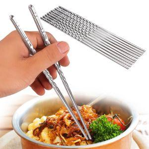 2Pcs / Pair Bacchette Anti-saltare Stile discussione Portatile cinese Cibo necessario Chop Sticks Acciaio inossidabile da tavola