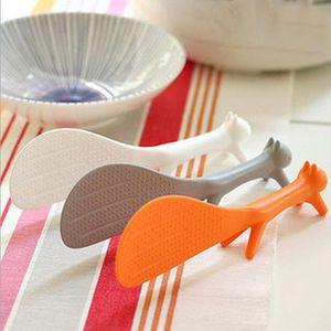 Schöne Küche Supplie Eichhörnchenförmige Kunststoffkelle Non Stick Reis Paddel Mahlzeit Löffel 3 Farbe 21 cm *