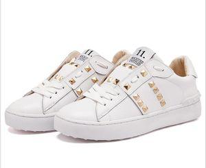 2017 nuevos remaches de personalidad europeos y americanos de alta calidad casuales zapatos de fondo plano con zapatos de fondo plano pares modelos 35-43 f