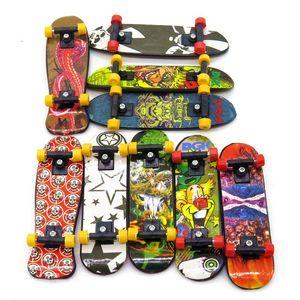 Venta al por mayor-3pcs Mini Stand FingerBoard Mini tablas de dedo con caja de venta minorista Skate camiones Finger Skateboard para niños juguetes para niños regalo hl051