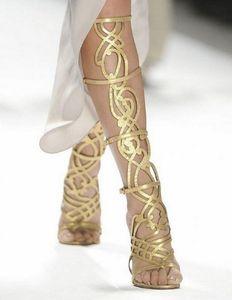 2017 donne sexy stivali alti al ginocchio moda cut out stivaletti tacco sottile point toe sandali gladiatore stivaletti color oro vestito scarpe mujer botas