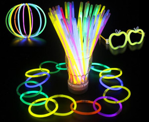 Multi color Hot Glow Stick Pulsera Collares Fiesta de neón LED Parpadeante Luz Varita Varita Juguete Novedad LED Concierto vocal LED Flash Sticks 200pcs
