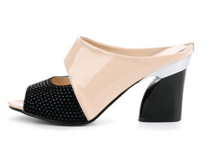 En cuir véritable été femme sandales style nouveau style dames pantoufles bonne qualité diamant épais à talons hauts femmes chaussures