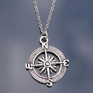 Оптово-N809 Компас Ожерелья для женщин Мужчины Ювелирные изделия Collares Bijoux Ключицы Ожерелье ГОРЯЧИЕ Продажа