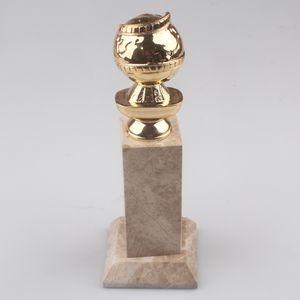 Gold-Free Shipmen에서 HFPA 로고가 찍힌 Golden Globe Award 트로피 (10 인치)