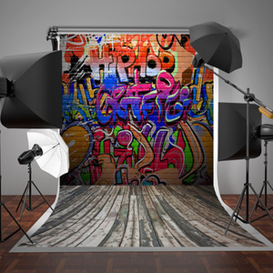5x7ft (150x220 cm) Graffiti Duvar Fotoğraf Arka Plan Renkli Harfler Tuğla Duvar Fotoğraf Backdrop Gri Ahşap Zemin Arka Planında