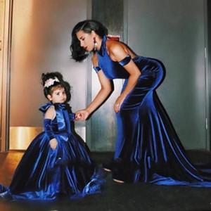 Royal Blue Velvet madre e figlia sera Cerimonia allacciato al collo della sirena Backless promenade sweep treno Abito lungo del partito