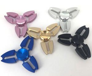 2017 горячая распродажа снятие стресса игрушка для пальцев металлические ручные блесны треугольник Декомепрессия непоседа Spinner mix любой цвет
