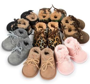 Venta al por menor de invierno de piel gruesa Botas para bebés Estilos de leopardo Invierno Cálido Zapatilla de bebé Prewalker Calzado de bebé caliente