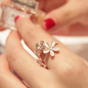 Regalo Anelli anello nuovo modo bella dell'oro del fiore della margherita di cristallo strass donne Finger monili registrabili di nuovo di marca Opal Fiori anello diamante