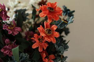 5 colores Al Por Mayor PE Real Touch Artificial Flor Pequeña Ramos de Flores Estilo Euro Crisantemo 50 unids / lote Home Garden y Decoraciones de Boda