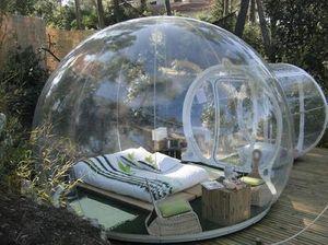 (negozio specializzato) tenda gonfiabile sigillata Bubble Lodge in contatto con la natura