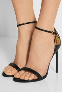 2017 sommer gladiator sandalen schwarz leder high heels knöchelriemen party schuhe offene spitze promi schuhe gold lockkey sandale