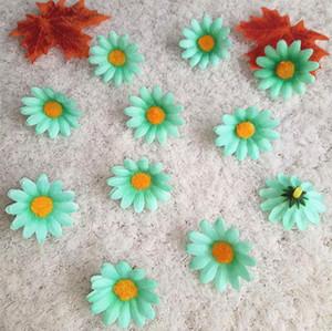 Novo Design 100 pcs DIY Cabeça De Flor Artificial Casamento De Seda Patry Girassóis Pequenas Flores Simuladas Sol para Decoração de Natal Falso