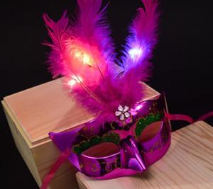 bella maschera da festa incandescente Mini LED Feather Mask Decorazione di Halloween Venetian Masquerade Party Flower Beads Princess Kid Gift