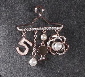 Broches camélia numériques broches perle chaîne de diamants corsage marque broches designer foulards boucle épingles filles cadeau bijoux cadeau