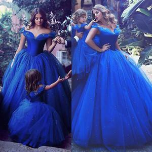 Attraente Tulle Off-the-Shoull Scollo con scollo a sfera Abiti da ballo Abiti convenzionali con fix hot rowstone Royal Blue Prom Gowns con decorazione a farfalla