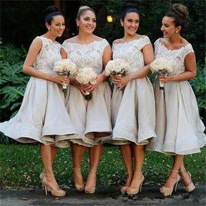 2019 빈티지 차 길이 신부 들러리 드레스 어깨 레이스에서 Bateau 목 최고 명예 드레스의 우아한 메이드 가든 웨딩 파티 드레스