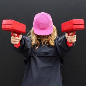 Respetuoso del medio ambiente efectivo del cañón del arma Money Money pistola de juguete pistola de hacer llover dinero rojos de la Navidad juguetes del regalo de la pistola Presentación de los niños regalo Cool It