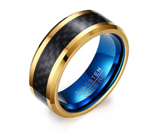 Mens 8mm Ouro Tungsten Anel Banda De Fibra De Carbono Preto Superfície Interior Azul Bordas Chanfradas Conforto Fit