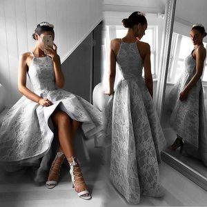 스틸 그레이 Hi - Lo 댄스 파티 드레스 패션 넥 라인 레이스 Applique 민소매 지퍼 백킹 파티 드레스 우아한 A - 라인 예쁜 여자 이브닝 가운