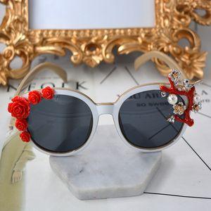 Hot Super Luxo Barroco Óculos De Sol Das Mulheres Flor Vermelha Design Da Marca Do Vintage Assimétrico Óculos De Sol Ao Ar Livre Acessórios de Moda Casual