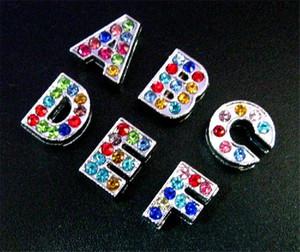 Commercio all'ingrosso 8mm 130 pz / lotto A-Z Strass colorati pieni Lettere diapositive Accessori alfabeto fai da te misura per 8mm portachiavi cinturino in pelle 0002