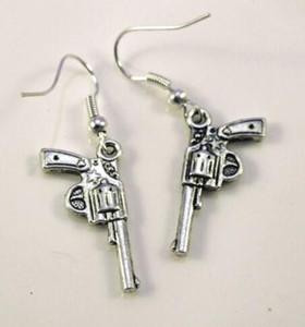 Estilo mixto Pistola pistola revólver Bullet Drop / Dangle Pendientes 925 Silver Fish Ear Hook 50 pares Tibetan Silver Chandelier Earring Jewelry Gift