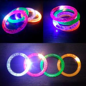 Coloré Changement LED Bracelet Light Up Clignotant Acrylique Rougeoyant Bracelet Enfants Jouets Fête De Noël Décoration Fournitures