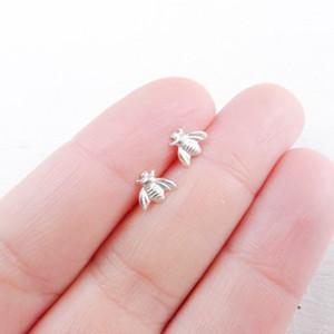 Monili dell'orecchino di ape piccola minuscola Stud orecchini di ape miele placcato oro / argento Stud orecchini unici gioielli di moda per le donne