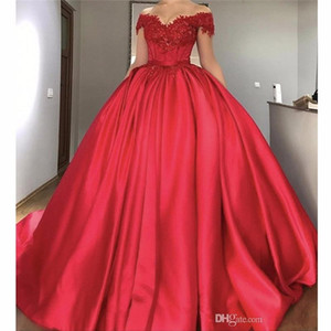 2017 New Red Quinceanera Ball Gown Abiti Off spalla Appliques in pizzo Crystal Beaded Sweet 16 Sweep Train Plus Size Party Prom Abito da sera