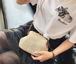 2017. Pflanzenmaterial. Schalenform. Mode lässig Tasche. Strandtasche. Metallkette. Damentaschen. Mädchen. Stroh. Weich. Klein. Mini. Schultertaschen.