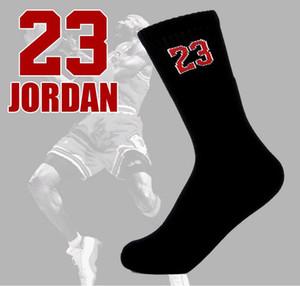 Numéro 23 Chaussettes de sport à la mode pour les hommes et les femmes Football Basket Star Star Athletic sueur drainée Chaussettes respirantes en gros