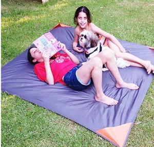 Alfombrilla de bolsillo al aire libre Estera de manta de picnic de bolsillo Almohadillas de exterior de plegado fácil Estera de mantas de picnic de arena ligera Almohadillas portátiles impermeables KKA1834
