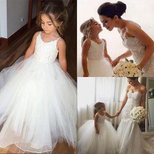 Lovely Little White Flower Girl Dresses 2017 Princess A Line senza spalline Puffy Tulle Appliques Long Kids Abiti da cerimonia formale Abiti da sposa