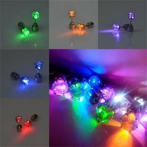 Charm LED Küpe Işık Yukarı Taç Parlayan Kristal Paslanmaz Kulak Stud Küpe Yanıp sönen LED Işık Paslanmaz Küpe Lambası Cadılar Bayramı Partisi Stud
