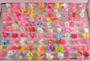 Süßigkeit-Farben-Kunststoff-Kinder-Ringe für Mädchen-Karikatur KT netten Tier Kaninchen Bär Kindertagesschmucksachen für Weihnachtsgeschenk