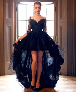 Neue kurze vordere lange rückseitige Gothic Black Lace Brautkleider mit 3/4 Arm weg von der Schulter reizvolle bunte High Low-Brautkleid-