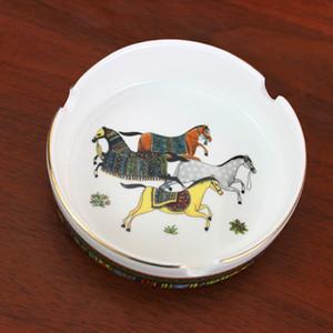 Porzellanaschenbecher Porzellangott Pferde entwerfen Frau in Goldrunde Form Taschenautoaschenbecher Mode tragbare Aschenbecher Geschenke