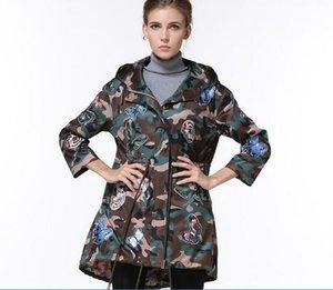 2017 весна и лето новый леди куртка с капюшоном корейский бабочка вышивка женщины куртки армия камуфляж тонкий пальто