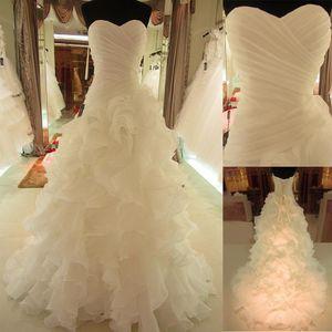 Романтический Ruffled органзы Милая декольте Асимметричный Waistline A-линия Reals Свадебное платье Lace Up Свадебные платья готовы к отправке