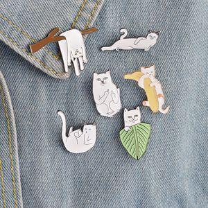 Cartoon lustige Katzen mit Banane auf Zweig Design Brosche Pins Abzeichen Pinback Button Corsage Männer Frauen Kind Schmuck