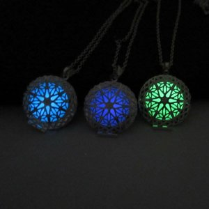 Lucky Fairy Round Hallow Out Magic Locket Glow In The Dark Pendente Collana Hot Gift Glow Halloween Natale Accessorio di gioielli 3 colori
