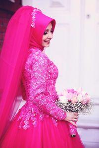 2017 Fuchsia islamico musulmano Abiti da sposa collo alto maniche lunghe Puffy colorato abiti da sposa in pizzo Appliques Robe de mariage