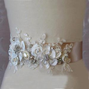 Gorgeous New Handmade Flowers Nupcial Sash Belt Apliques de encaje de alta calidad Accesorios de boda de moda Vestido de novia