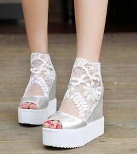 Nuevas Mujeres 2017 Zapatos de Sandalias de Encaje Big Girl Dama de tacón alto A Prueba de agua Zapatos Club Nocturno de Moda Zapatos Sexy Ascensor